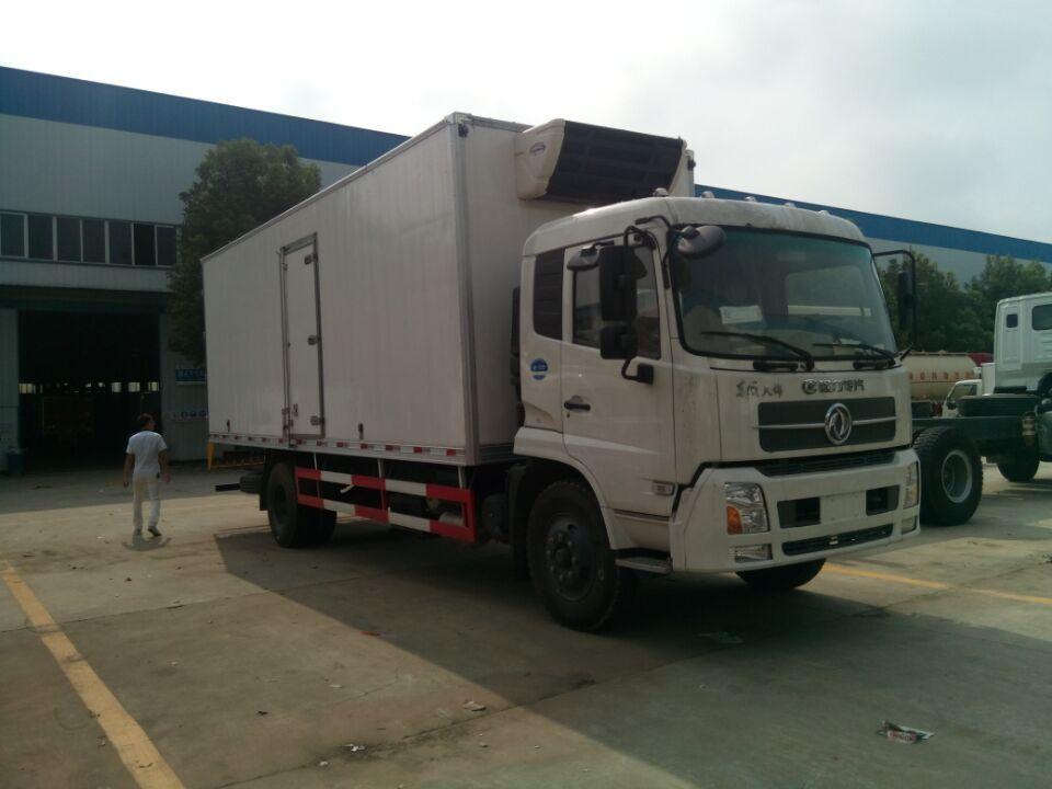 东风天锦6米1冷藏车