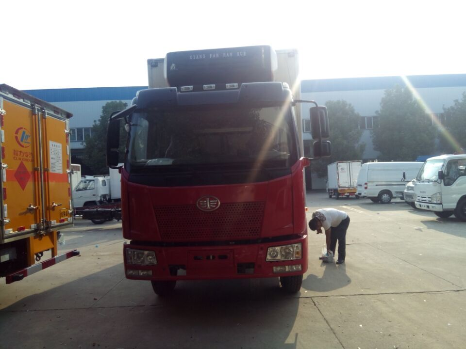 解放J6  6米8冷藏车