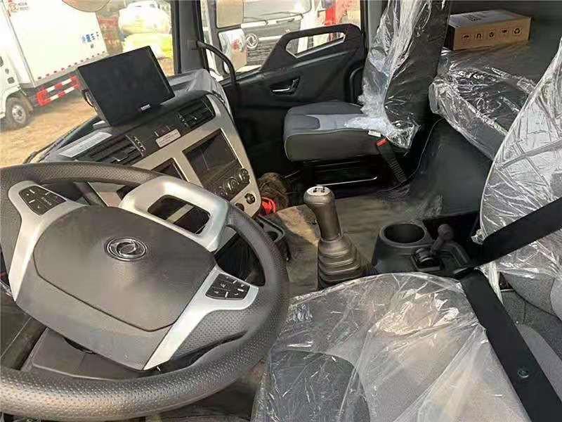 东风天龙小三轴国六9米6冷藏车价格
